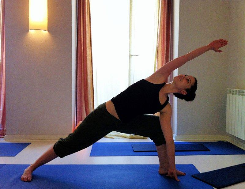 Las posturas de yoga o ásanas. Origen y beneficios. - Escalada ...