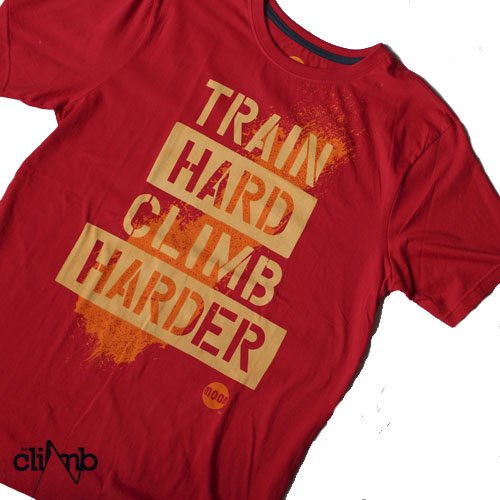 Camiseta Train Hard Stencil 3